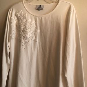 Dainty Jewells Embroidered Top In White